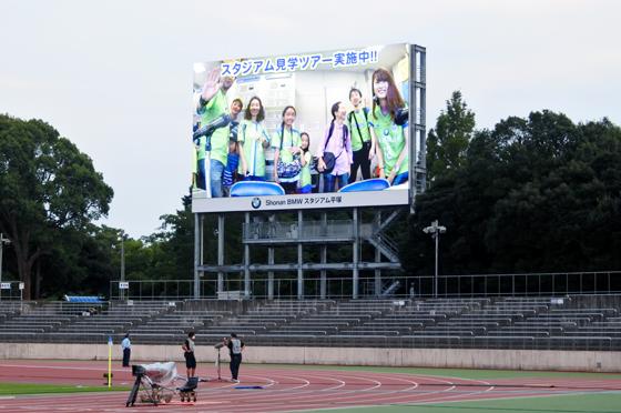 放送席の様子はスタジアムの大型ビジョンに映し出されるため、ビジョンに映った自分たちの姿を見て、皆さん大興奮でした。